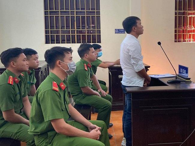 Lĩnh án 1 năm tù vì nói xấu cán bộ huyện trên livestream Facebook - ảnh 1
