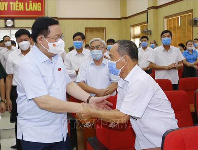 N.A. Chairman Vuong Dinh Hue (left) meeting with voters