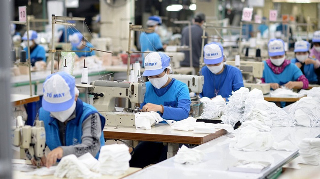 Vietnam exported over 305.6 million medical masks in the first eight months of 2021. (Photo: VNA)