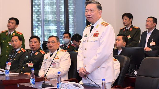 Minister of Public Security To Lam (standing) speaks at the inspection session. (Photo: VNA)