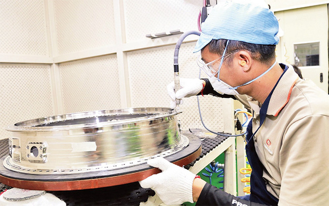 The production of aircraft engine components at Hanwha Aero Engines factory, a FDI project in Hoa Lac Hi-Tech Park. (Photo: MINH HA)