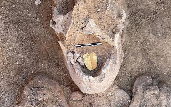 Kỳ dị, xác ướp 2000 tuổi có chiếc lưỡi bằng vàng - ảnh 7