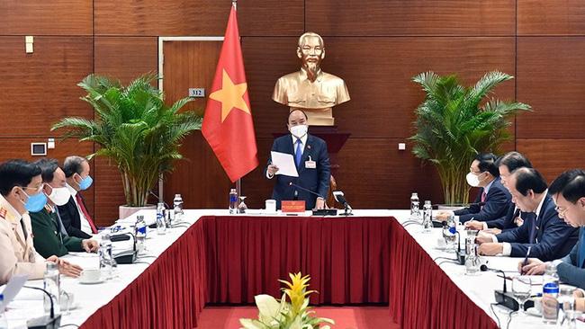 Prime Minister Nguyen Xuan Phuc speaking at the meeting. (Photo: VGP)