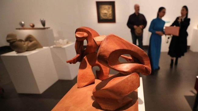 A work on display at the exhibition (Photo: VNA)
