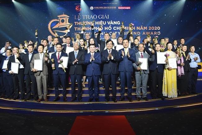 At the award handover ceremony (Photo: VNA)