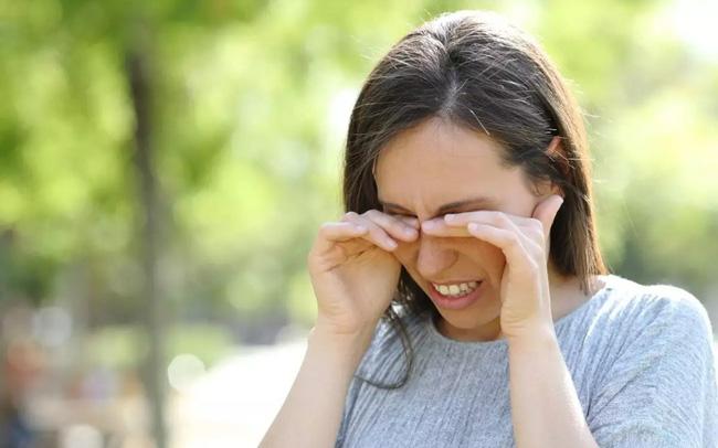Đau mắt cũng có thể là dấu hiệu của COVID-19 - ảnh 4