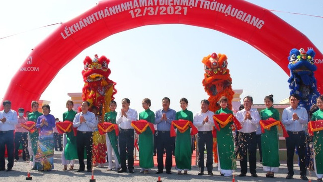 The ceremony to inaugurate a solar farm in Hau Giang Province