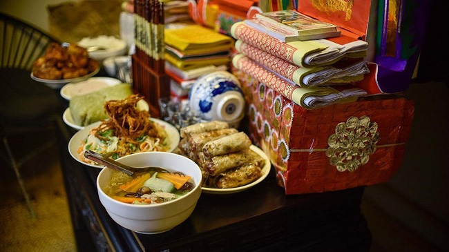 Food offerings to ancestors on Lunar New Year's Day. (Photo: NDO/Minh Duy)