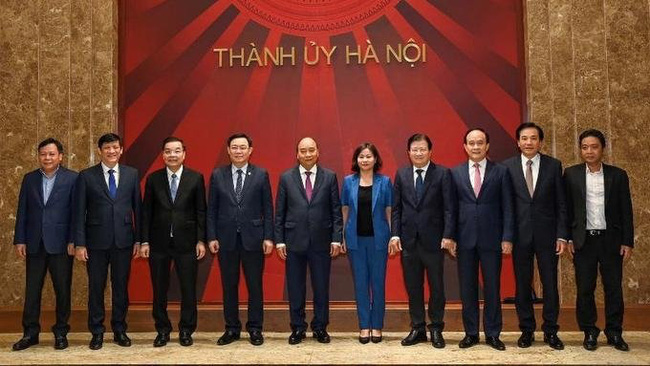PM Phuc and key officials of Hanoi (Photo: NDO)