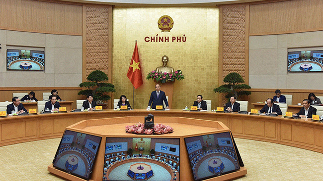 Prime Minister Nguyen Xuan Phuc (standing) speaks at the meeting of the Central Emulation and Rewards Council on March 22, 2021. (Photo: NDO/Tran Hai)