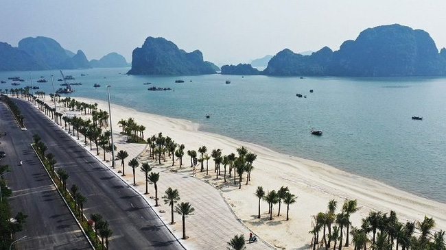 Hon Gai man-made beach will be put into operation next month, adding a new place of entertainment for visitors to the city. (Photo: baoquangninh.com.vn)