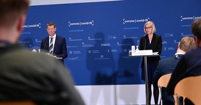 Quan chức Đan Mạch ngất xỉu khi công bố dừng vaccine của AstraZeneca - ảnh 1