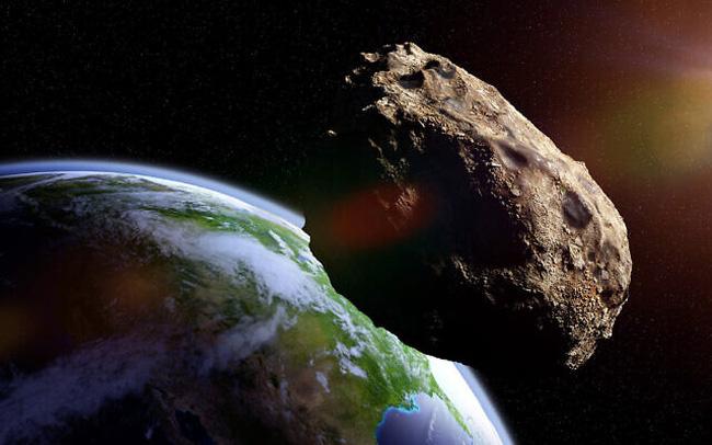 Ba thiên thể to hơn sân bóng lao về phía Trái đất - ảnh 2