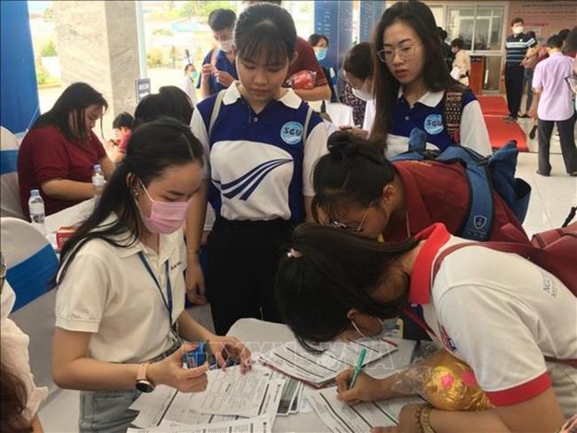 Over 10,000 job vacancies introduced at HCM City job fair