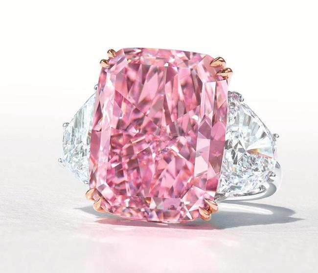 Viên kim cương hồng tím cực hiếm sắp được bán với giá 38 triệu USD - ảnh 2