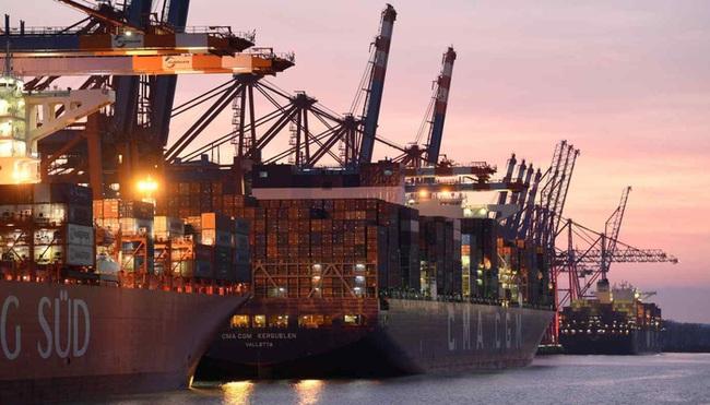Sau kênh Suez, đến lượt các cảng cửa ngõ châu Âu tắc nghẽn - ảnh 1
