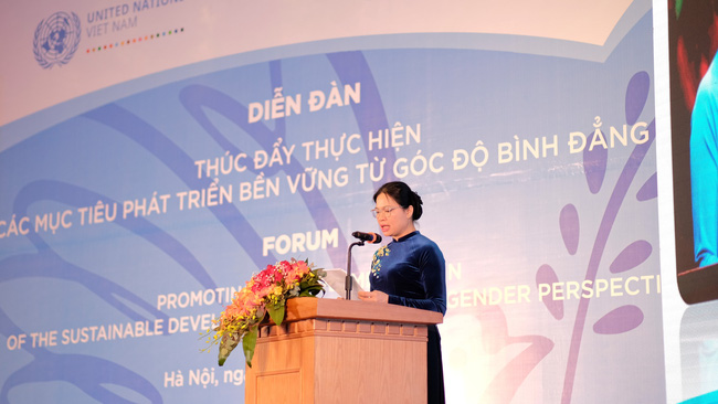 Ha Thi Nga, Member of the Party Central Committee, President of the Vietnam Women's Union, addressing the event.