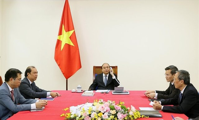 Prime Minister Nguyen Xuan Phuc had a phone call with Singaporean Prime Minister Lee Hsien Loong. (Photo: VNA)