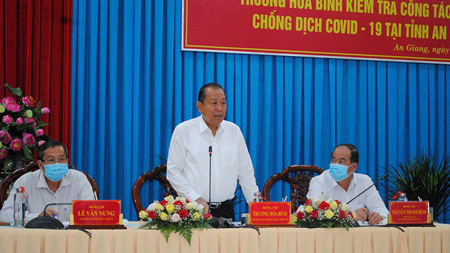 Deputy Prime Minister Truong Hoa Binh urges An Giang Province to resolutely handle illegal entry and exit seriously. (Photo: NDO/Tran Thanh Dung)