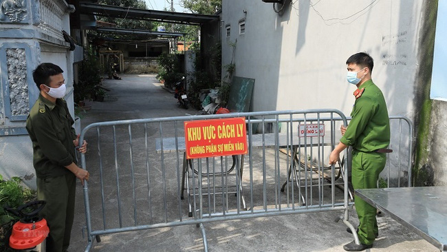 A street in Dong Anh district, Hanoi is locked down due to COVID-19. (Photo: VNA)