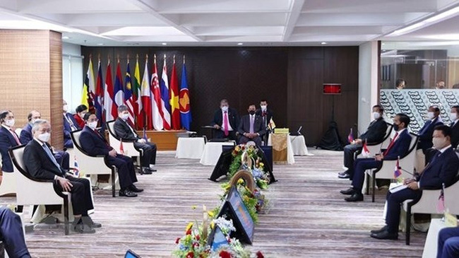 At the he ASEAN Leaders' Meeting on April 24 in Jakarta, Indonesia (Photo: VNA)