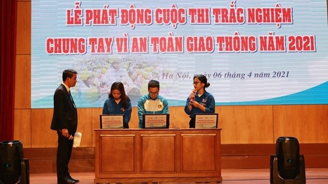 At the launching ceremony for the contest (Photo: qdnd.vn)