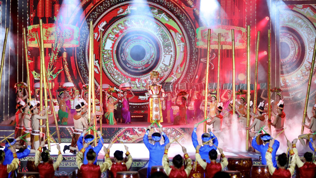 An art performance at the opening ceremony of the Vietnam Ethnic Group Cultural Day. (Photo: VGP)
