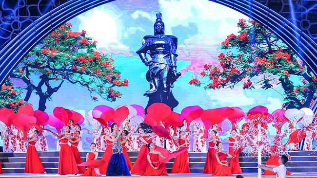 A performance at the opening ceremony of the Hai Phong Red Flamboyant Flower Festival 2019 (Photo: VOV)