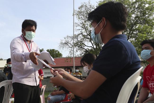 Campuchia ghi nhận kỷ lục gần 1.000 ca mắc mới COVID-19 trong 24 giờ qua - ảnh 2