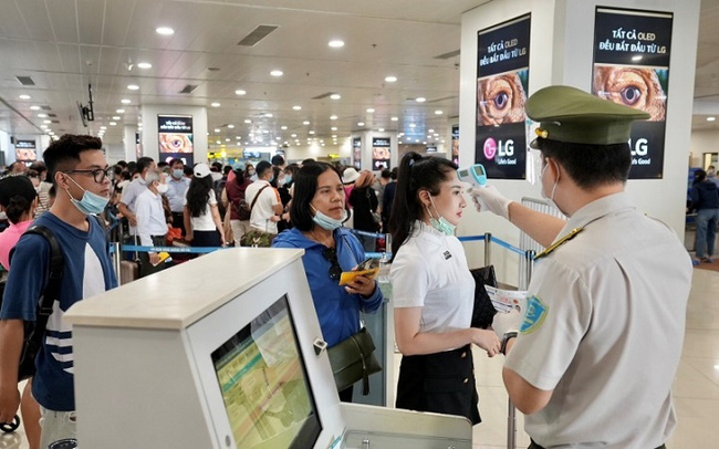 Hanoi-based Noi Bai International Airport has tightened COVID-19 prevention measures for the upcoming holidays. (Photo: NIA)