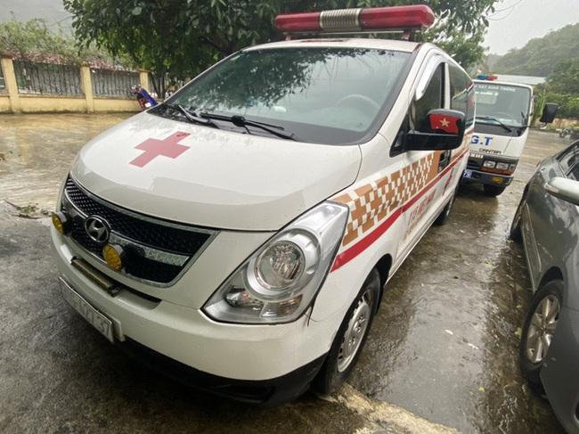 Xe cứu thương chở 11 người từ Bắc Ninh về Sơn La với giá 300.000 đồng/người - ảnh 2