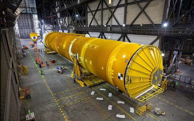 """Chiêm ngưỡng cận cảnh """"siêu tên lửa"""" 18,6 tỷ USD mới của NASA - ảnh 9"""
