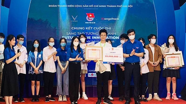 Winners of Future Blue Innovation Competition honoured