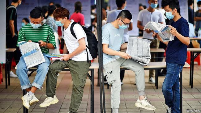 Số người trẻ thất nghiệp tại thành thị Trung Quốc tăng gấp đôi - ảnh 1