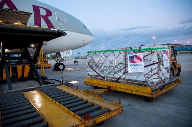 Lô vaccine Moderna phòng COVID-19 do Chính phủ Hoa Kỳ hỗ trợ về đến sân bay quốc tế Nội Bài (Hà Nội), sáng 10/7. (Ảnh: TTXVN)
