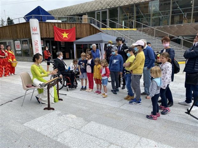 Vietnamese traditional instrumental performance at the festival