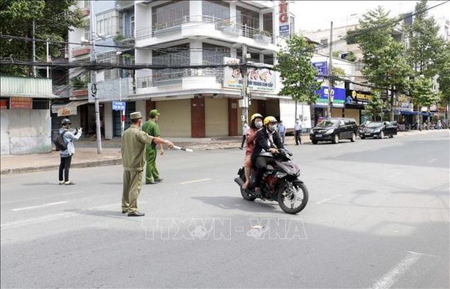 Hà Nội xử phạt nhiều người tập thể dục ngoài trời, dắt chó đi dạo - ảnh 1