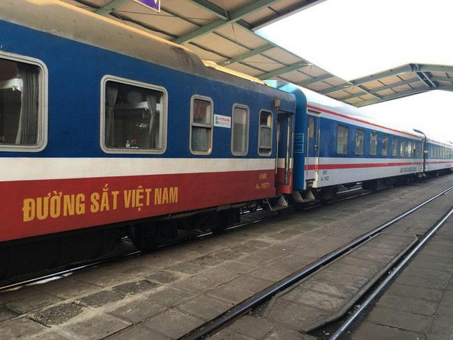 Đường sắt dừng bán vé cho hành khách đi và đến ga Hà Nội - ảnh 1