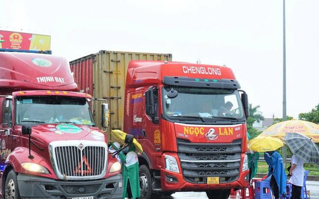 TP Hồ Chí Minh: Xe chở hàng thiết yếu, xuất nhập khẩu vẫn được lưu thông sau 18h - ảnh 1