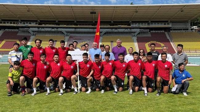 The FC Sapa Praha team of the Vietnamese community in the Czech Republic. (Photo: VOV)