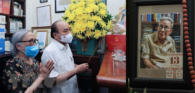 State President Nguyen Xuan Phuc visits the family of the late journalist HuuTho. (Photo: VNA)