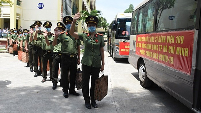 The medical team from Hospital 199 (Ministry of Public Security) set out to support Ho Chi Minh City. (Photo: NDO/Anh Dao)
