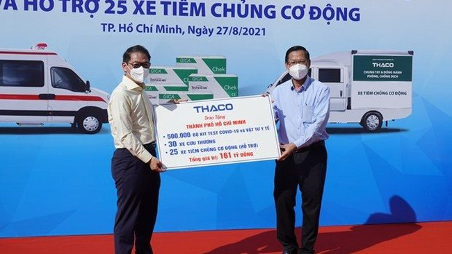 Ho Chi Minh City receives medical supplies, vehicles donated by THACO for COVID-19 fight (Photo: VNA)