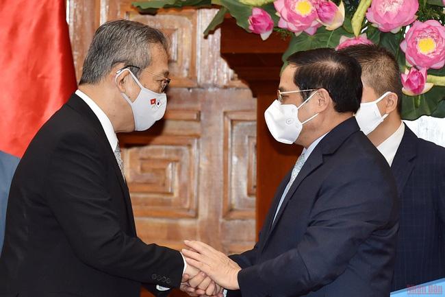 Prime Minister Pham Minh Chinh anhd Japanese Ambassador to Vietnam Yamada Takio. (Photo: NDO)