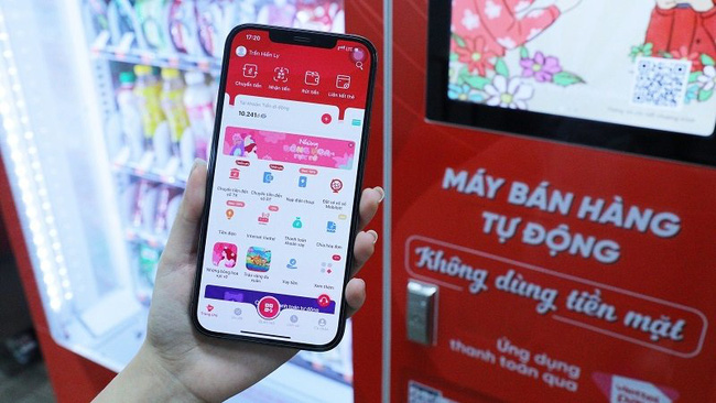 The use of Mobile Money is expected to promote cashless payments. (Photo: ICT Vietnam)