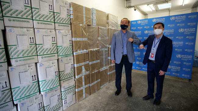 WHO presents medical supplies to support Vietnam's COVID-19 fight (Photo:VNA)