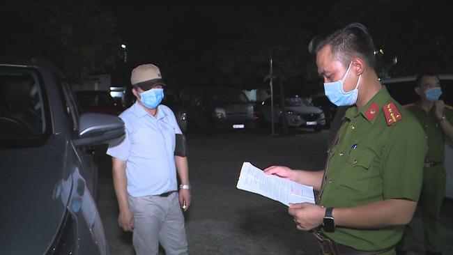 Hà Nội: Phát hiện xe chở khách vượt chốt bằng giấy đi đường khống - ảnh 4