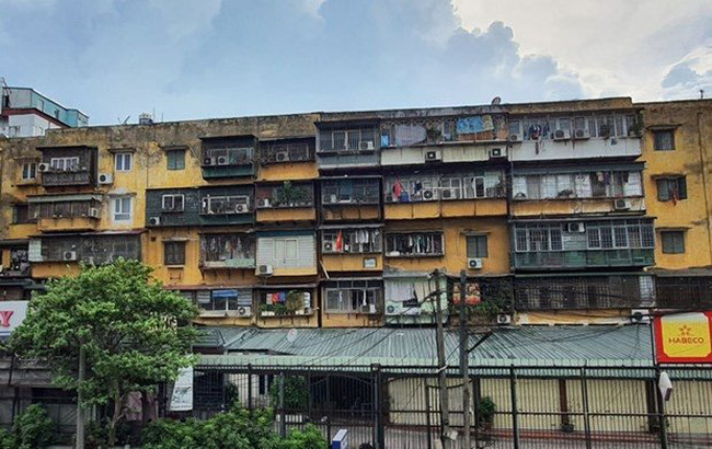 An old apartment building in Hanoi. (Illustrative image/Photo: VNA)