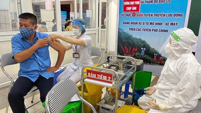 So far, 99.44% of Hanoi adults (aged from 18 years) have received their first COVID-19 injection.