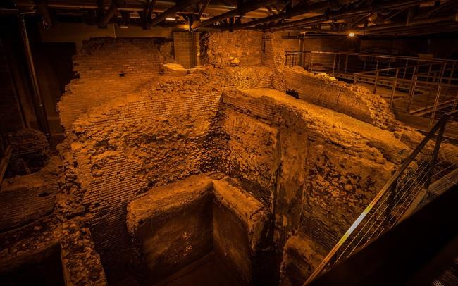 Khám phá công trình cổ bí mật dưới đài phun nước nổi tiếng ở Rome (Italy) - ảnh 3